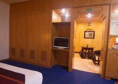 Dinasti Hotel Makassar Teras