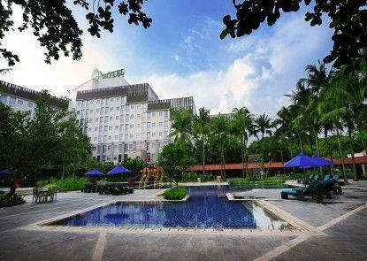 Discovery Hotel & Convention Ancol Kolam Renang