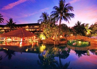 Discovery Kartika Plaza Hotel Kolam Renang