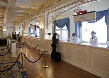 Disney\'s Newport Bay Club