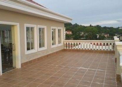 d\'Oceanview Inn & Apartment