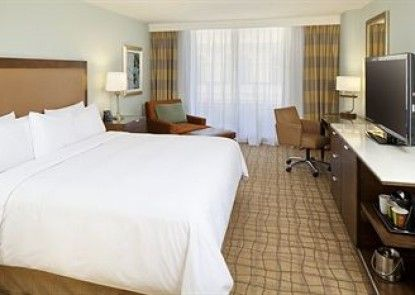 DoubleTree by Hilton Grand Hotel Biscayne Bay Teras