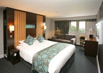 DoubleTree by Hilton Hotel Bristol - Cadbury House Teras