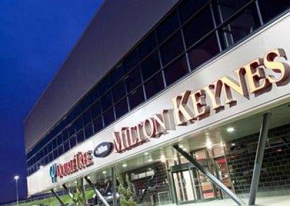 DoubleTree by Hilton Milton Keynes Teras