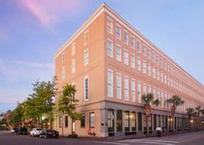 DoubleTree by Hilton Hotel & Suites Charleston