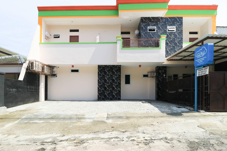 D Rainbow West Homestay, Surabaya