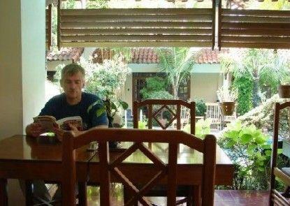 Duta Garden Hotel Rumah Makan
