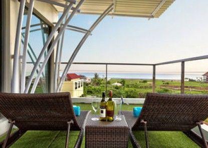 Echo Beach Resort Teras