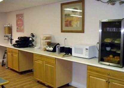 Econo Lodge & Suites Hinton Teras
