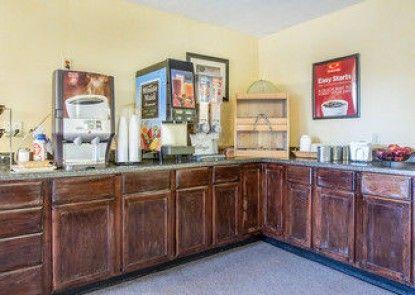 Econo Lodge Inn & Suites