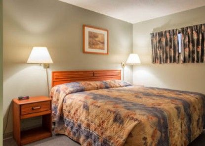 Econo Lodge Inn Suites
