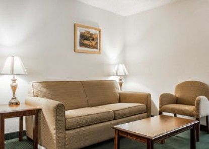Econo Lodge Inn & Suites Fort Jackson Area