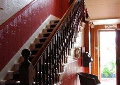Edinburghhouse Hotel