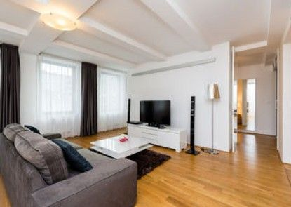 Empirent Apartments