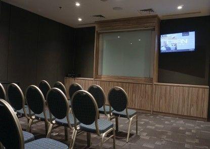 Erian Hotel Ruangan Meeting