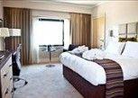 Pesan Kamar Kamar Eksekutif, 1 Tempat Tidur King, Non-smoking di Crowne Plaza Resort Colchester Five Lakes
