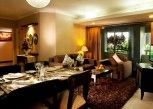 Pesan Kamar Executive Two-Bedroom Suite di Grand Tropic Suites Hotel