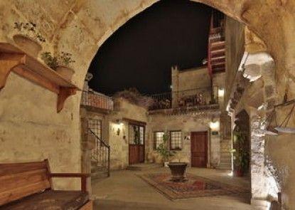 Explorer Cave Hotel