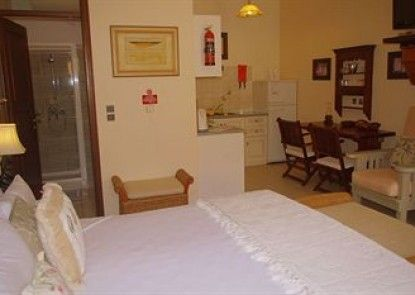 Faros Suites - Adults Only