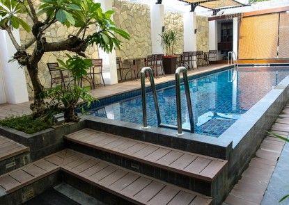 Favor Hotel Makassar Kolam Renang