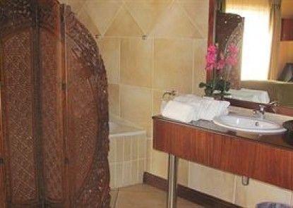Flamingo\'s Nest Guest House & Conference Centre