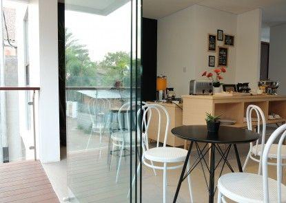 FLAT06 Tendean Kafe