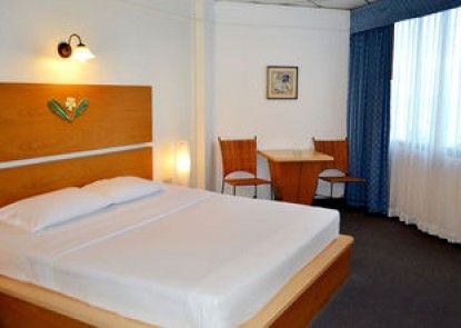 Flipper Lodge Hotel