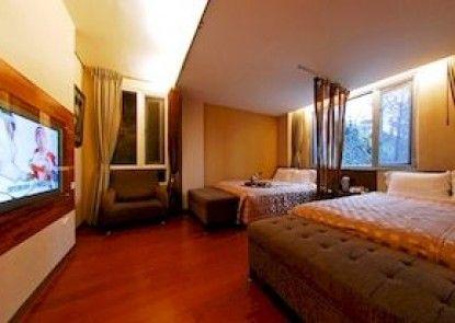 Florence Resort Villa - Italianate Villa