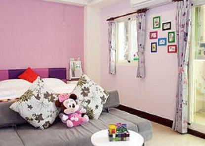 Follow Me Sweet House Bed & Breakfast