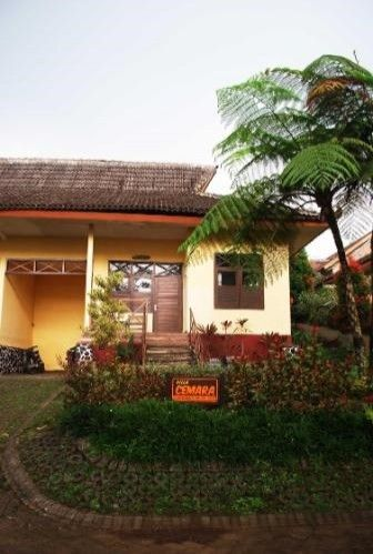 Foresta  Resort Padusan Cottage Cemara, Mojokerto