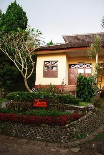 Foresta Resort Padusan Cottage Flamboyan