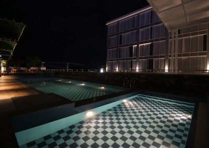 Forriz Hotel Yogyakarta Kolam Renang