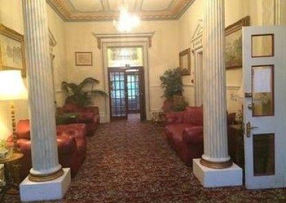 Fountain Court Hotel
