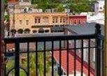 Pesan Kamar Suite Premium, Balkon (market View) di French Quarter Inn