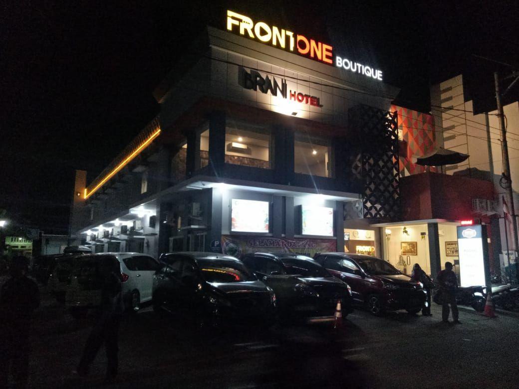Front One Boutique Brani Solo, Solo