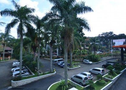 Garden Permata Hotel Tempat Parkir