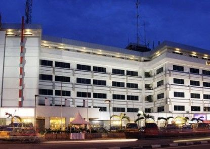 Garuda Plaza Hotel Medan Eksterior