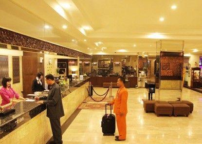 Garuda Plaza Hotel Medan Lobby