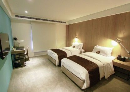 GoGo Hotel