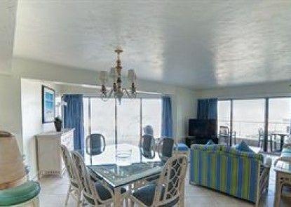 Golden Strand Ocean Villa Resort Teras