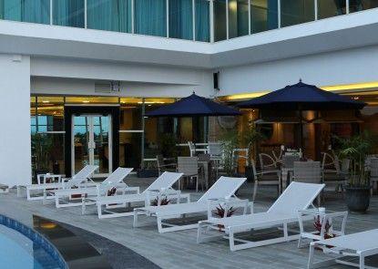 Golden Tulip Galaxy Hotel Banjarmasin Kolam Renang