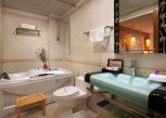 Pesan Kamar Suite Keluarga, 2 Tempat Tidur Double, Pemandangan Kota di Golden Palace Hotel