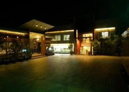 Golden Silk Road Hotel
