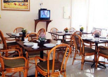 Gondia International Guest House Teras