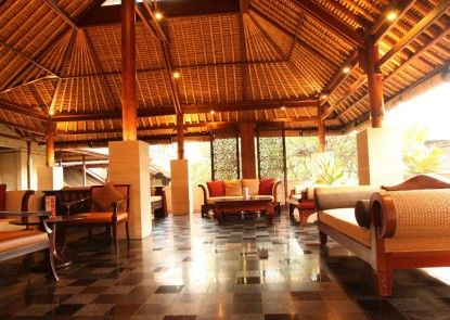 Grand Balisani Suites Hotel Lobby