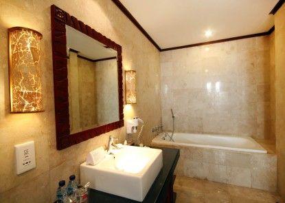 Grand Balisani Suites Hotel Kamar Mandi