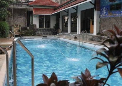 Grand Kalpataru Syariah Hotel Kolam Renang