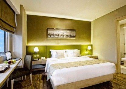 Grand Whiz Hotel Kelapa Gading Kamar Tamu