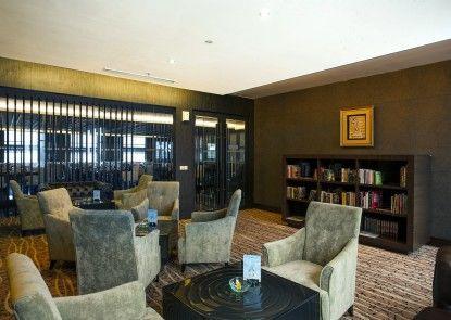 Grand Aston City Hall Medan Lounge