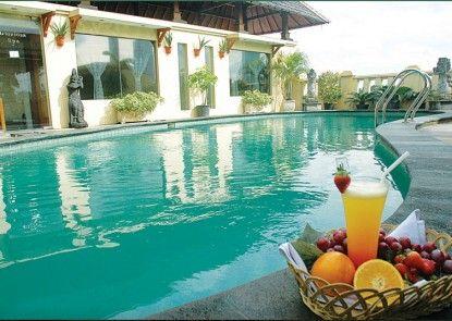 Grand Cemara Hotel Kolam Renang